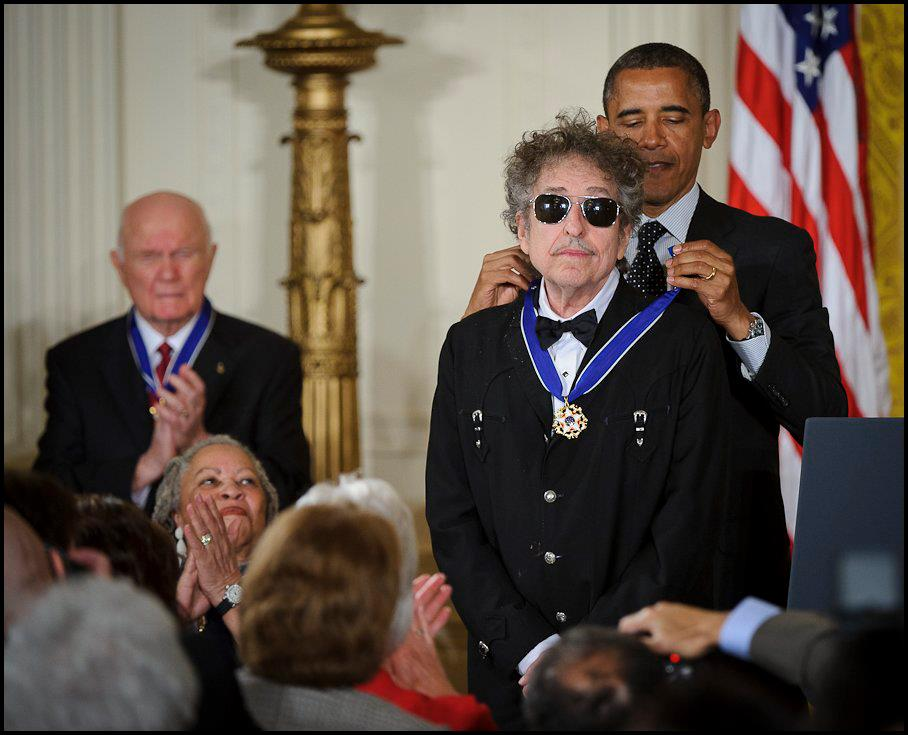 bob_dylan_with_a_medal_of_freedom