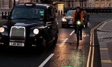 ทำไมอังกฤษต้องขับรถชิดซ้าย?