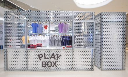Comme des Garcons PLAY BOX pop-up โดดเด่นด้วย kiosk